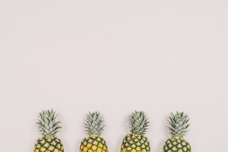 pineapples-1606852_1920